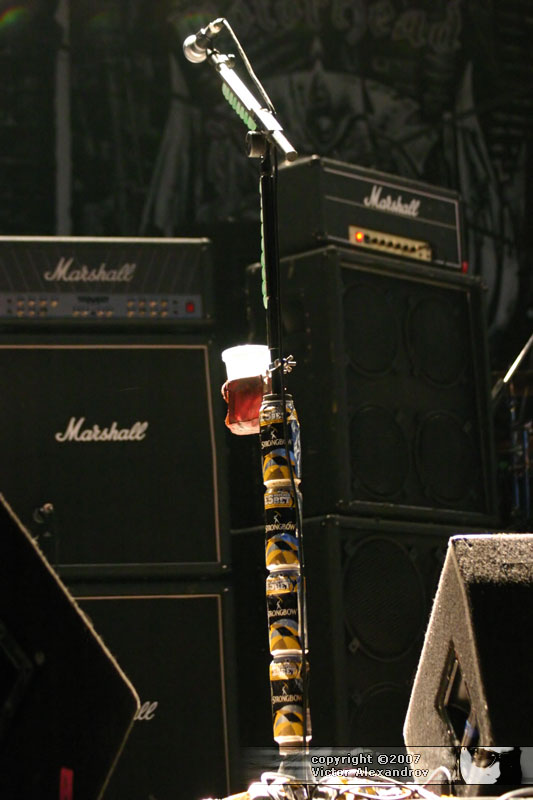 Phil Campbell mic stand